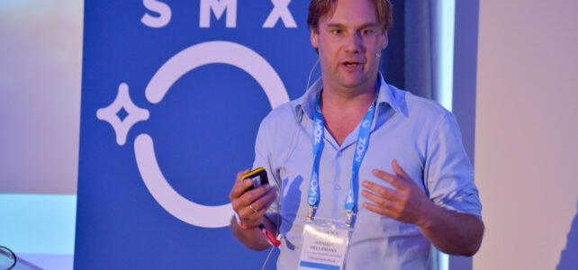 Arnout Hellemans speaking on Google Analytics at SMX Lonson